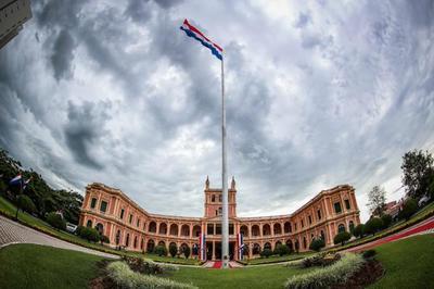 Jefe de Estado cumple agenda en Palacio de Gobierno