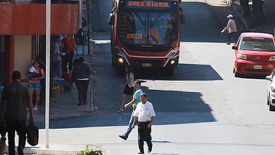 Gobierno establece suba del pasaje del transporte público