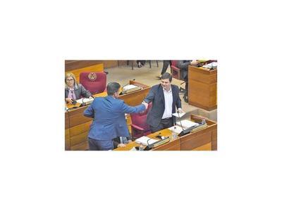 Senado rechaza la pérdida de investidura de Buzarquis
