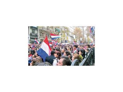 Paraguayos insisten en que Consulado no  les cobre aranceles