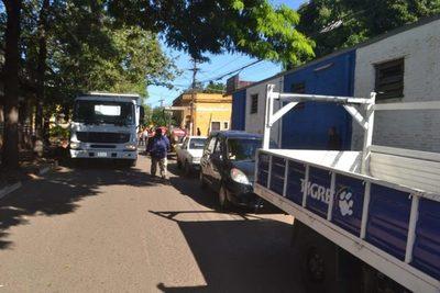 Piden sacar vehículos de la calle para continuar con recapado