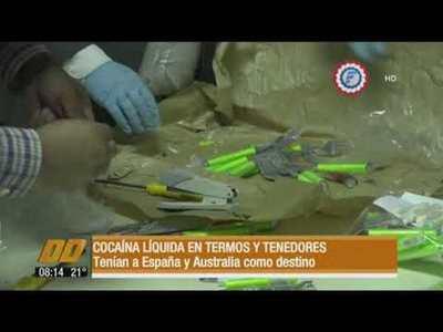 Cocaína líquida en termos y tenedores.