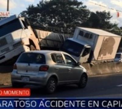 Accidente entre camiones de gran porte colapsa tránsito sobre Ruta 2
