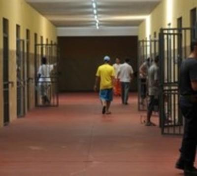 Riña entre reclusos deja dos heridos en penal de Emboscada