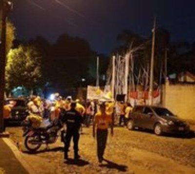 Escrachan a Miguel Cuevas frente a su vivienda y exigen su imputación