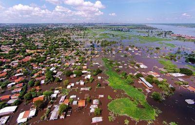 El río Paraguay continúa creciendo y afecta a 12.500 familias en Asunción