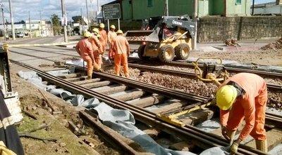 """En Uruguay sí apuestan al ferrocarril, que aquí fue reducido a """"cenizas"""""""