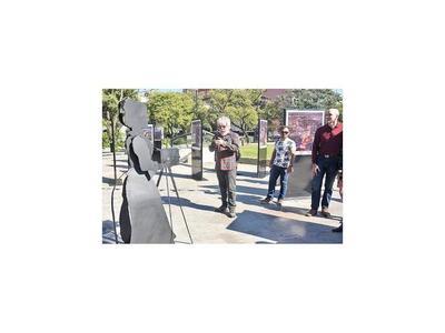 Habilitan escultura tributo a la primera fotógrafa paraguaya