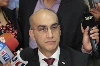 Ministro de Salud admite que ley de jubilación de médicos es un acto de justicia
