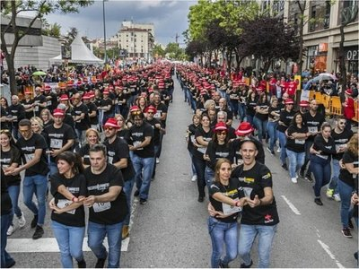 Mil personas bailan bachata y baten el récord Guinness en España