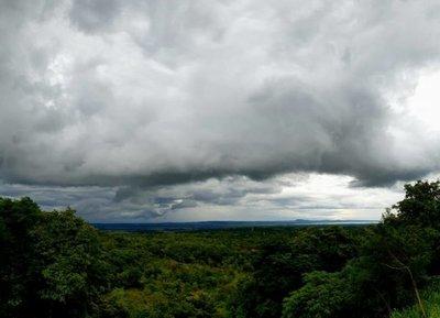 Día cálido, nublado y con posibles lluvias