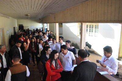 Superpoblación en CDE: '4 funcionarios por baldosa'