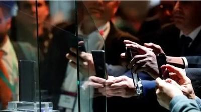Tras el veto a Huawei, usuarios intentan deshacerse de sus celulares y se desploman los precios