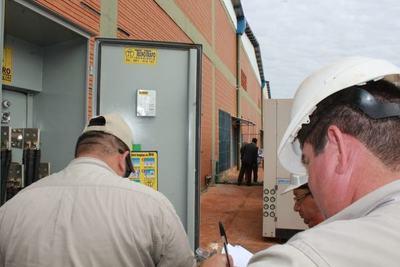 Allanan depósitos del Parque Mercosur y detectan conexiones eléctricas clandestinas
