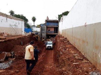 Albañil quedó herido en su primer día de trabajo tras derrumbarse una pared