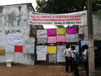 Sigue toma de colegio en Asunción