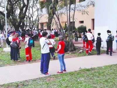 CNC: tras toma, expulsan del colegio a 5 alumnos