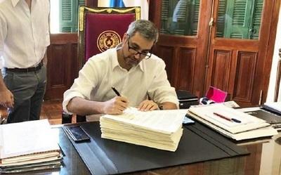 Abdo Benítez veta parcialmente ley de jubilación y médicos harán paro