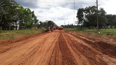 Reparan caminos rurales en zonas críticas de San Pedro