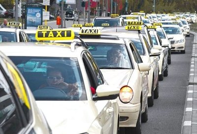 Padres olvidan  a recién nacido  dentro del taxi