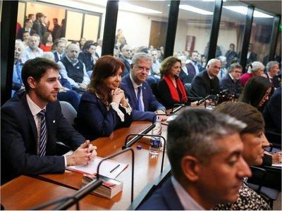 Comenzó primer juicio por corrupción contra Cristina Fernández en Argentina