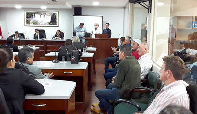"""Colonos, víctimas del """"Rey de las estafas"""", piden auxilio a la Junta Departamental"""