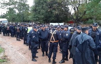 Policía ejecuta desalojo en Mariano