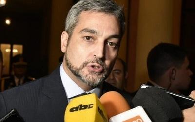 Médico trata de inútil a Abdo Benítez ante veto