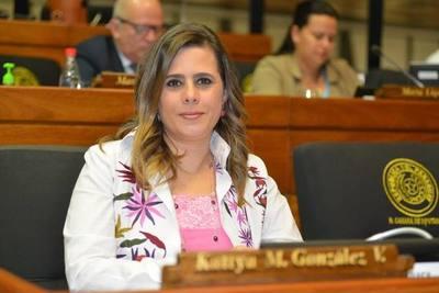 Kattya González pide a Miguel Cuevas que dé un paso al costado