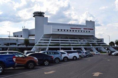 Quejas contra estacionamiento del aeropuerto