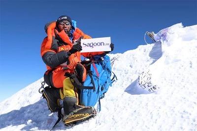 Rompe récord por escalar más veces el Everest