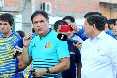 Celso Ayala ya no es DT de Capiatá
