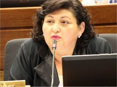 "Esmérita Sánchez trata de ""madrina de escraches"" a Kattya González"