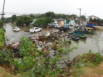 En Asunción, el río se acerca cada vez más al nivel de desastre