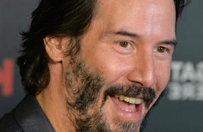 Fan no supo cómo pedirle un autógrafo a Keanu Reeves y el actor lo solucionó comprando un helado