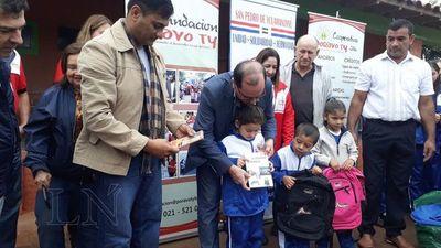 Entregan libros y brindan asistencia en escuela quemada por delincuentes
