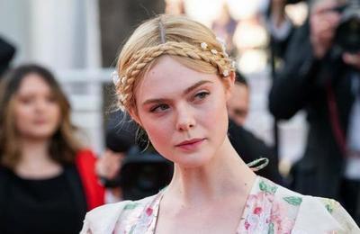 La actriz Elle Fanning se desmayó en Cannes por tener el vestido demasiado ajustado