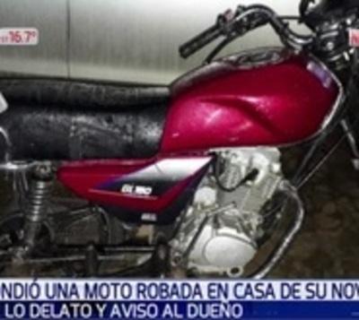 Escondió una moto robada en la casa de su novia y esta lo delató