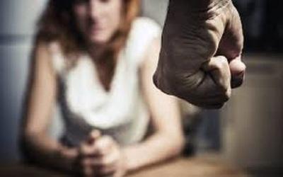 Condenan a dos años de cárcel a hombre por violencia durante noviazgo