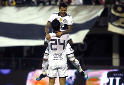 Roque Santa Cruz y William Mendieta, los dueños del gol del Olimpia campeón