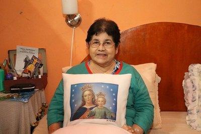 La Virgen curó  a su hijo y ella ahora la viste