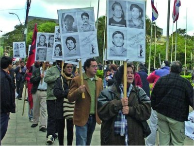 Repudian fallo que absuelve a comisarios torturadores