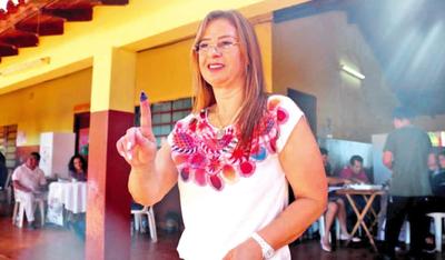 Lilian admite que pidió contratos para hurreros