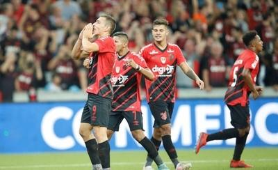 HOY / Paranaense sorprende a River y toma ventaja en la Recopa Sudamericana