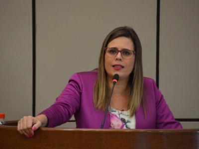 Diputada plantea eliminar la ley de jubilación parlamentaria