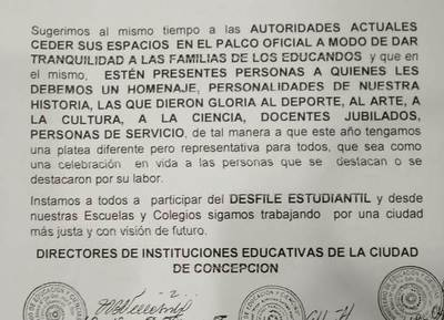 Directores de instituciones educativas sugieren a las autoridades ceder su lugar en el palco oficial