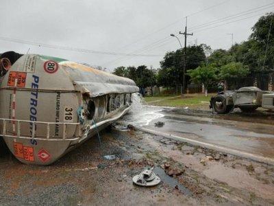 Se derramaron 19.000 litros de combustible a metros del Hospital