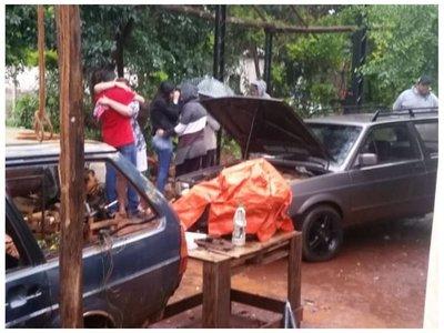 Mecánico murió aplastado al arreglar un coche