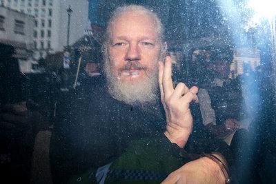 EE.UU. anuncia 17 nuevos cargos criminales contra Assange