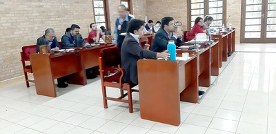 Junta aprueba denunciar a Miguel Prieto y hasta amenaza con pedir intervención
